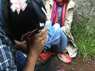 Chica europea obtener cosquillas