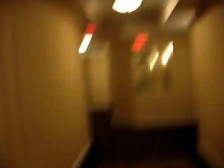 Desnudo en el pasillo del hotel y casi atrapado