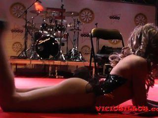 Rastia bideth show de danza en el escenario en festival erótico por viciosillos.com