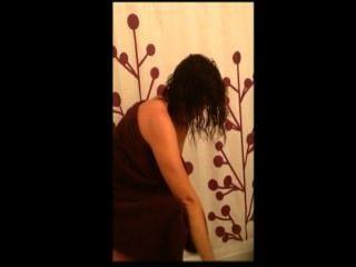 Esposa en la ducha y montar gallo