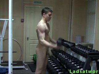 Chico heterosexual desnudo