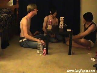 Hombres desnudos traza y william se reúnen con su recién conocido