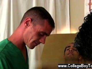 Increíble escena gay bradley era sólo el más feliz de ayudar.