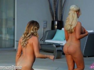 Tres bigtit hotties rubia comiendo coño en sexy lesbianas de tres vías