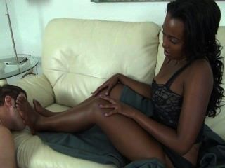 Adoración de pies de ébano imani