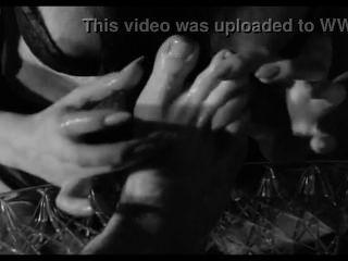 Sexy maid adoran a sus pies maestros