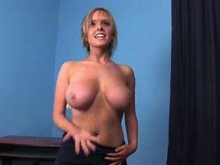 Desnuda busty chica toalla de baile