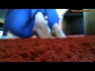 Mary lynch rubia mamá embarazada mostrando sus pies sucios
