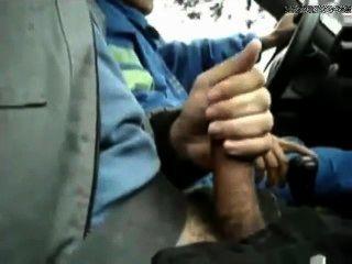 Se le permitió sacudirse en el taxi