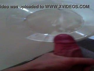 Muchacho danés del twink viene con mucho esperma en el tazón de fuente de cristal y el cumshot asombroso