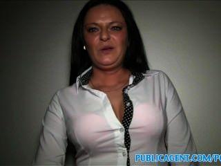 Publicagent busty milf tiene sexo con un extraño por dinero en efectivo