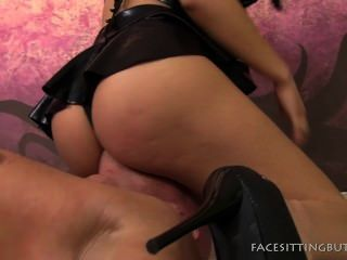Ronda butt chick facesitting en pussyboy