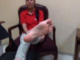 22yo latina mostrando su buen tamaño 8 soles fetiche de pie