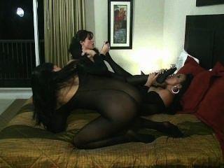 Orgía lesbiana stocking cuerpo con sybian montar coño lamiendo dedo del pie chupar!