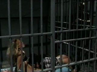 Jeanna fine y alicyn sterling prison trío