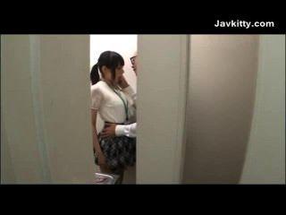 Chica de oficina en tokyo chupa polla