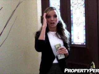 Agente de bienes raíces fucks pervertido cliente para ayudar a vender casa de vídeo casero