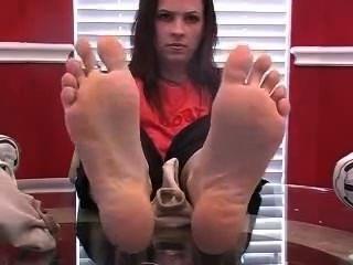 Brittany dulce apestoso pies en su cara