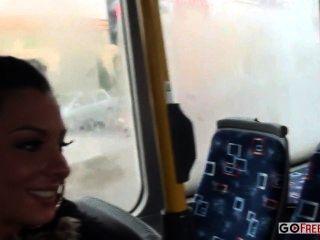 Lindsey olsen culo follado en el autobús público