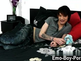 Gay chicos emo emocionante joven lewis romeo se pone y fangoso en su primer