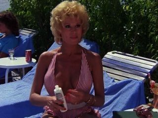 Leslie easterbrook resort privado (1985)