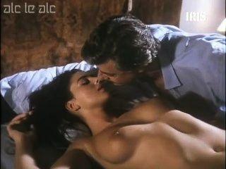Monica bellucci desnuda en la cama
