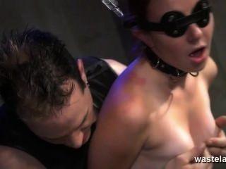 Encadenado esclavos esclavos dados orgasmos con masters juguetes sexuales