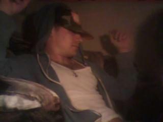 El gamberro blanco derecho consigue la mamada de tranny mientras que fuma el pnp
