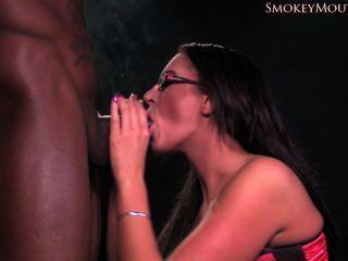 Emma culo fumar mamada interracial