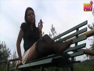 Fumar nailon pie diosa fetiche y adoración pov