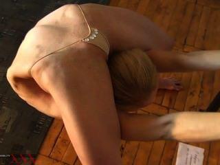 Contorsión erótica extrema de tania el contorsionista