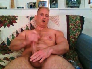 Gran papá del músculo del pene jacks off \u0026 cums