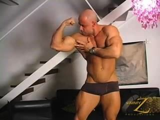 Grande bodybuilder dicked jo