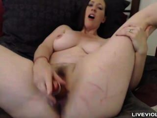 Una aburrida brunette housewife sundance folla una vagina peluda