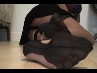 Adorar mis pies de nylon y cum