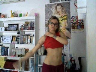 Modelo italiano flexionando bíceps
