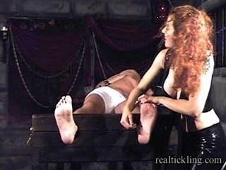 Priscilla prolongada cosquillas tortura de tipo enmascarado 1