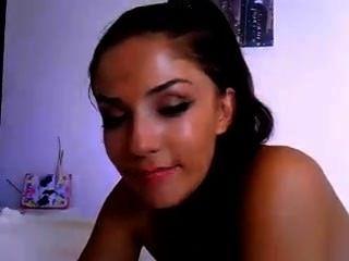 Caliente nena ama a su consolador www.cams4sex.net