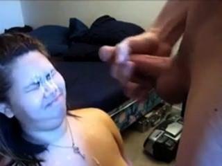 Chica de 666dates.com obtiene una corrida en su cara