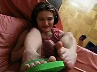 Cumblast en el flip flops footjob