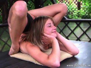 Olesya contorsionista extrema