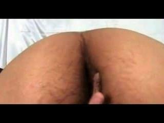 Pelirroja niña rani desnuda en dormitorio doblar su coño escándalo