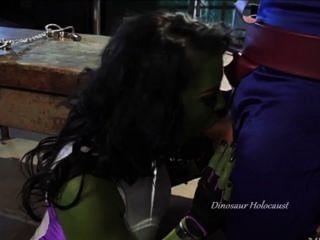 Puta verde puta chokes en mans pene