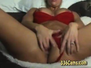 43 años rubia milf disfruta de su orgasmo en la webcam