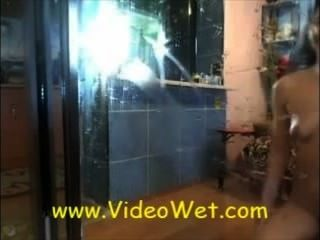 Webcam en vivo chica de chorros en el espejo
