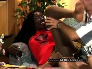 Hot afro babe obtiene su pantyhose sexy rasgado por caliente whitey