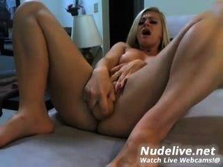 Masturbación webcam muy caliente y slutty rubia y su consolador