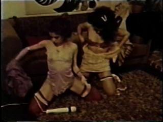 Lesbianas peepshow loops 647 70s y 80s escena 4