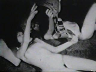 Softcore desnudos 583 50s and 60s escena 4