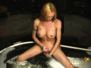 Mariana cordobas bañera caliente jerk off